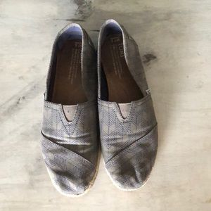 Toms slip-ons arrow pattern
